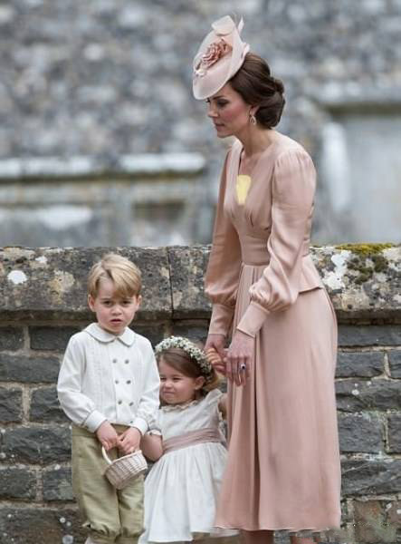 تور سر برای لباس عروس بچه لباس زیبای کیت میدلتون درمراسم عروسی خواهرش +تصاویر | رکنا