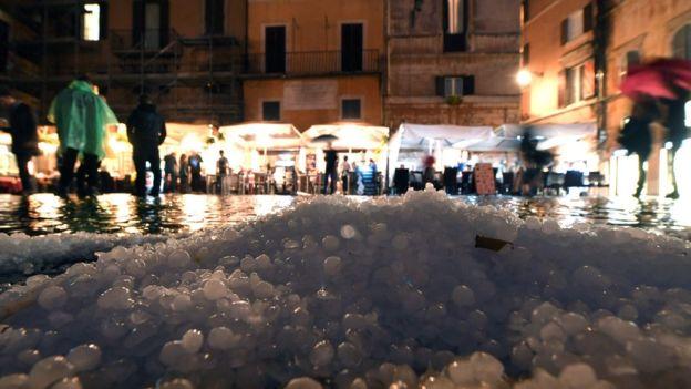 بارش تگرگ در رم