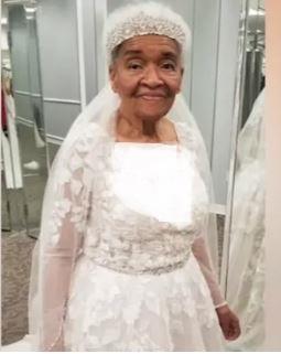 لباس عروس زن 94 ساله