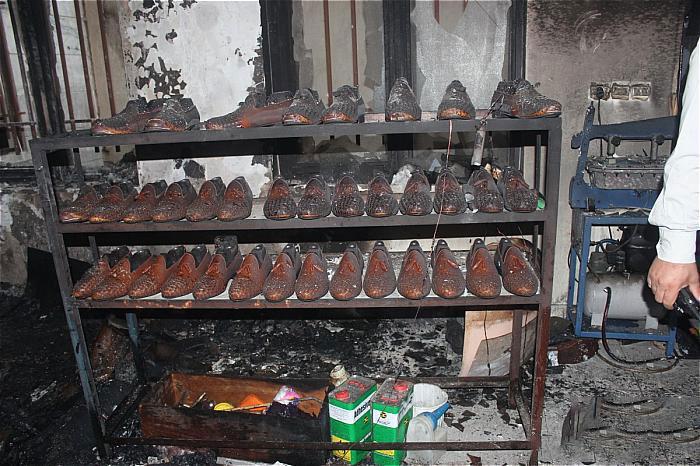 مهار آتش در کارگاه تولیدی کفش