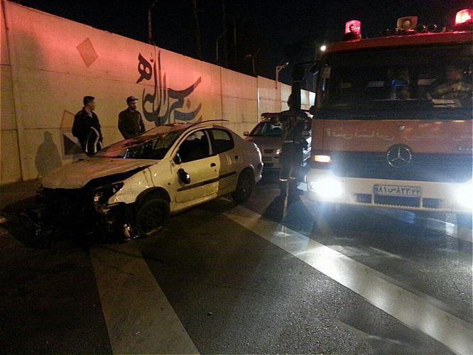 واژگونی خودروی سواری در بزرگراه لشگری یک مصدوم بر جای گذاشت