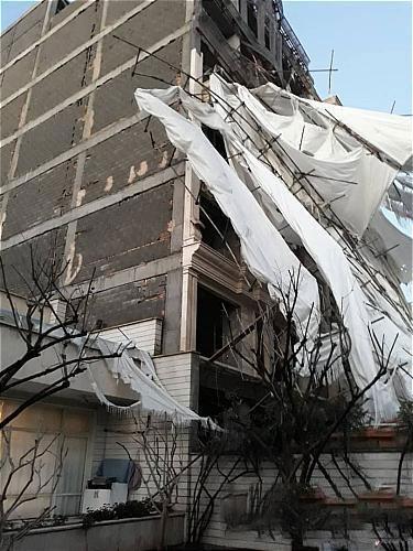 مهار داربستهای ساختمانی در خیابان پرستار