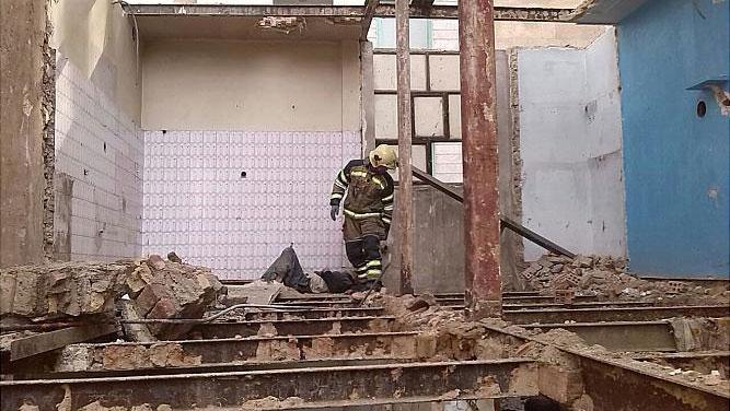 مصدومیت یک کارگر هنگام تخریب ساختمان قدیمی