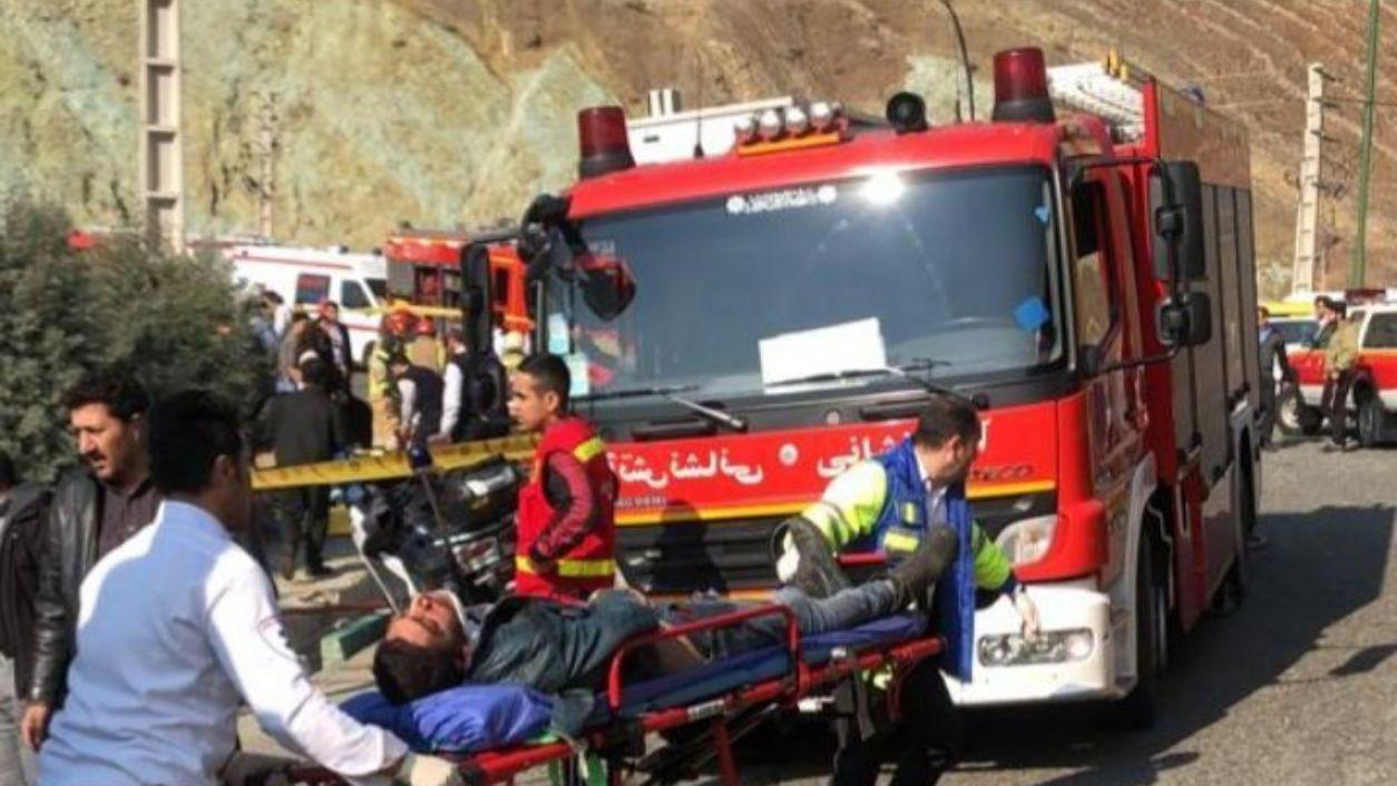 واژگونی اتوبوس در خیابان سیمون بولیوار تهران