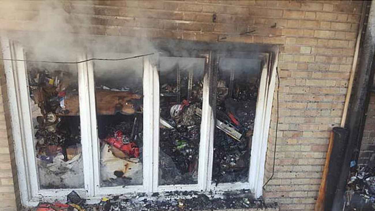 آتش سوزی انبار دو طبقه ای  لوازم برقی در خیابان فردوسی