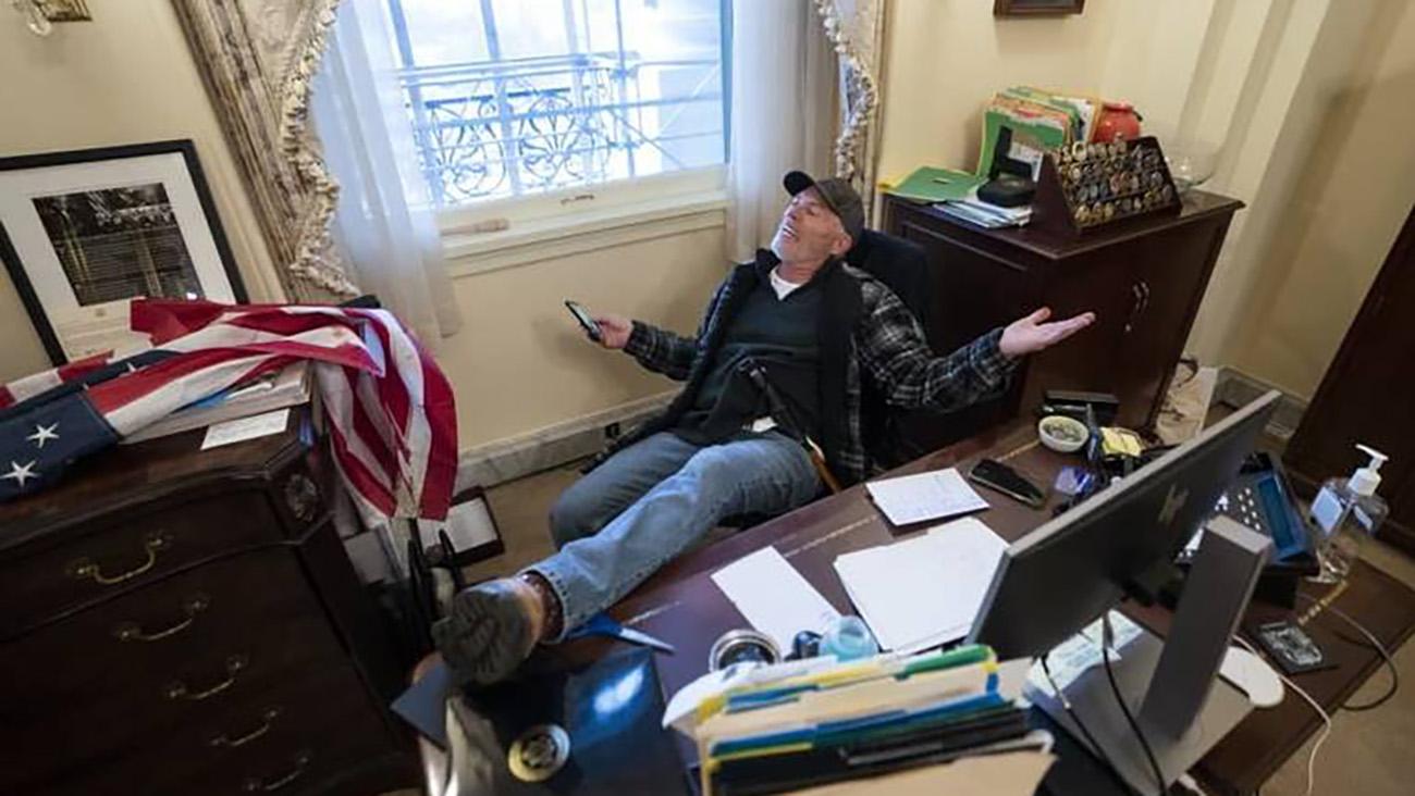 هوادار ترامپ در اتاق نانسی پلوسی