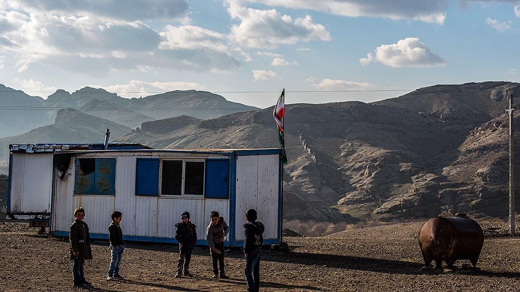 بازی با جان دانش آموزان/گزارشی از محروم ترین روستای اردبیل