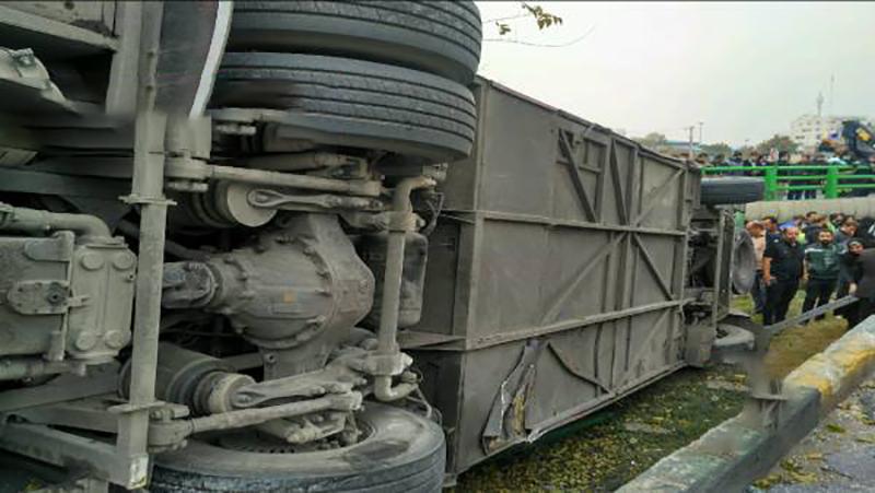 سقوط اتوبوس در اصفهان