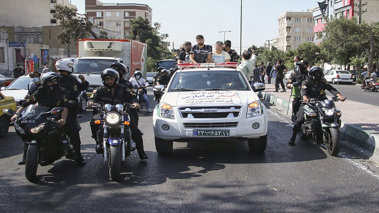 گرداندن اراذل و اوباش در تهران توسط پلیس