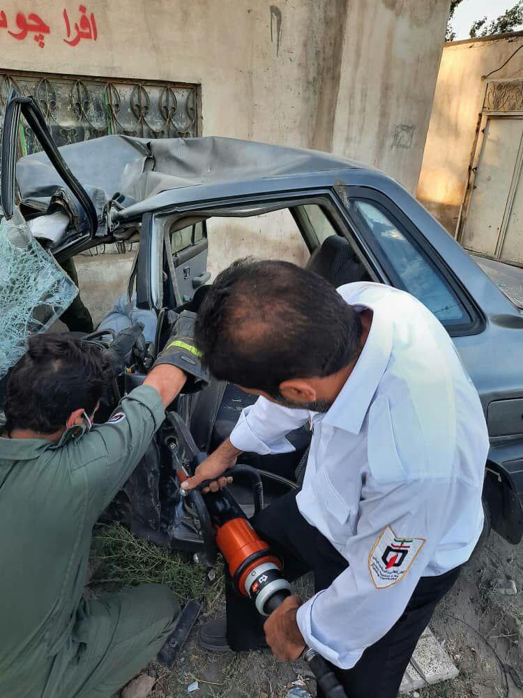 تصادف پراید با تیر چراغ برق در محمد شهر البرز