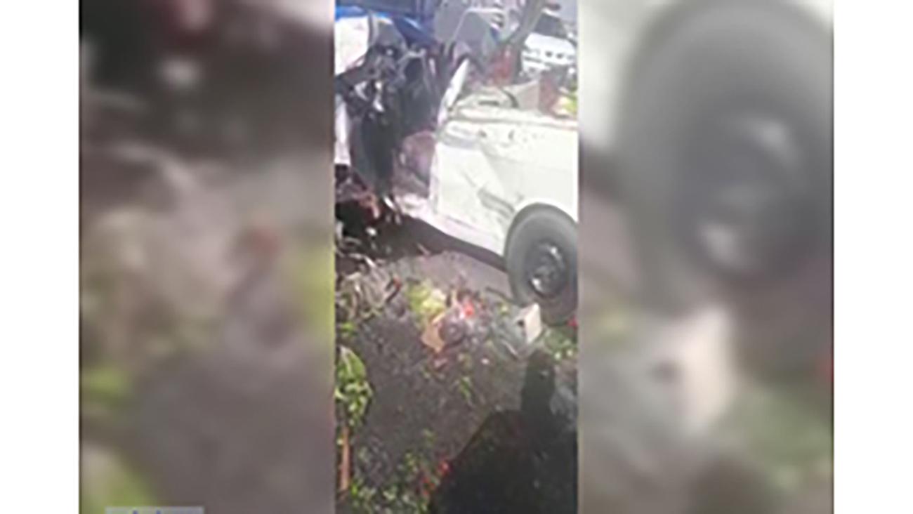 5 کشته و مصدوم در برخورد 4 خودرو در اراک + فیلم