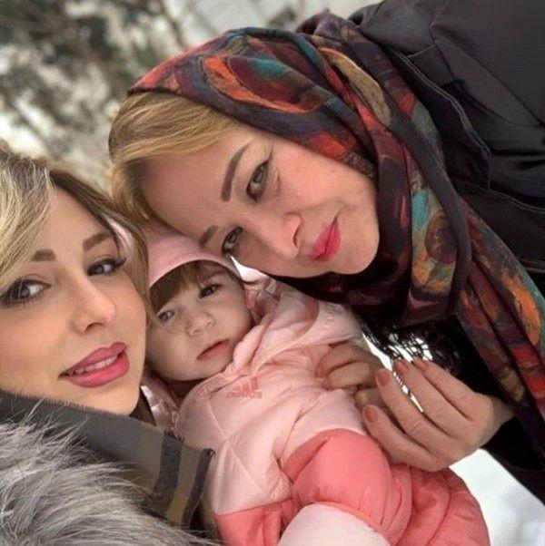 نیوشا و مادر و دختر
