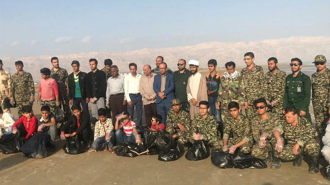 پاکسازی ساحل دریا در شهرستان دیر استان بوشهر