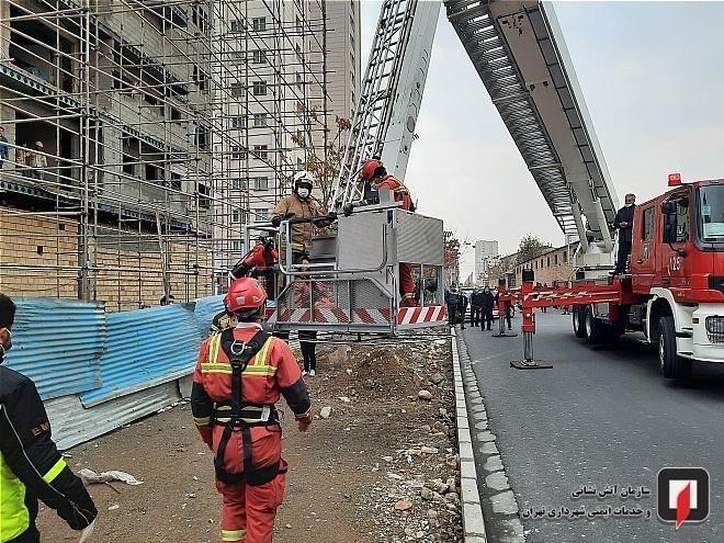نجات کارگر از طبقه 7 ساختمان