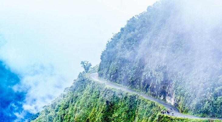 جاده مرگبار یونگاس در بولیوی را ببنید