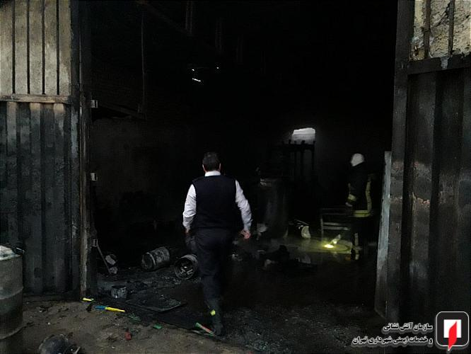 یک کارگاه مبل سازی در خیابان عرفان آتش گرفت