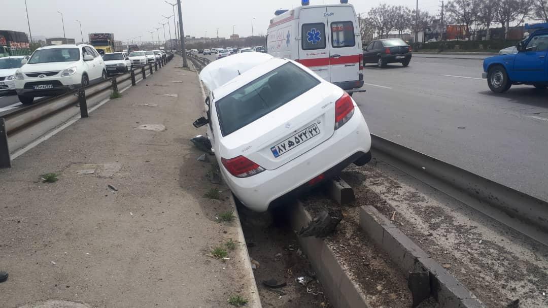 تصادف خودروی دنا اتوبان ازادگان