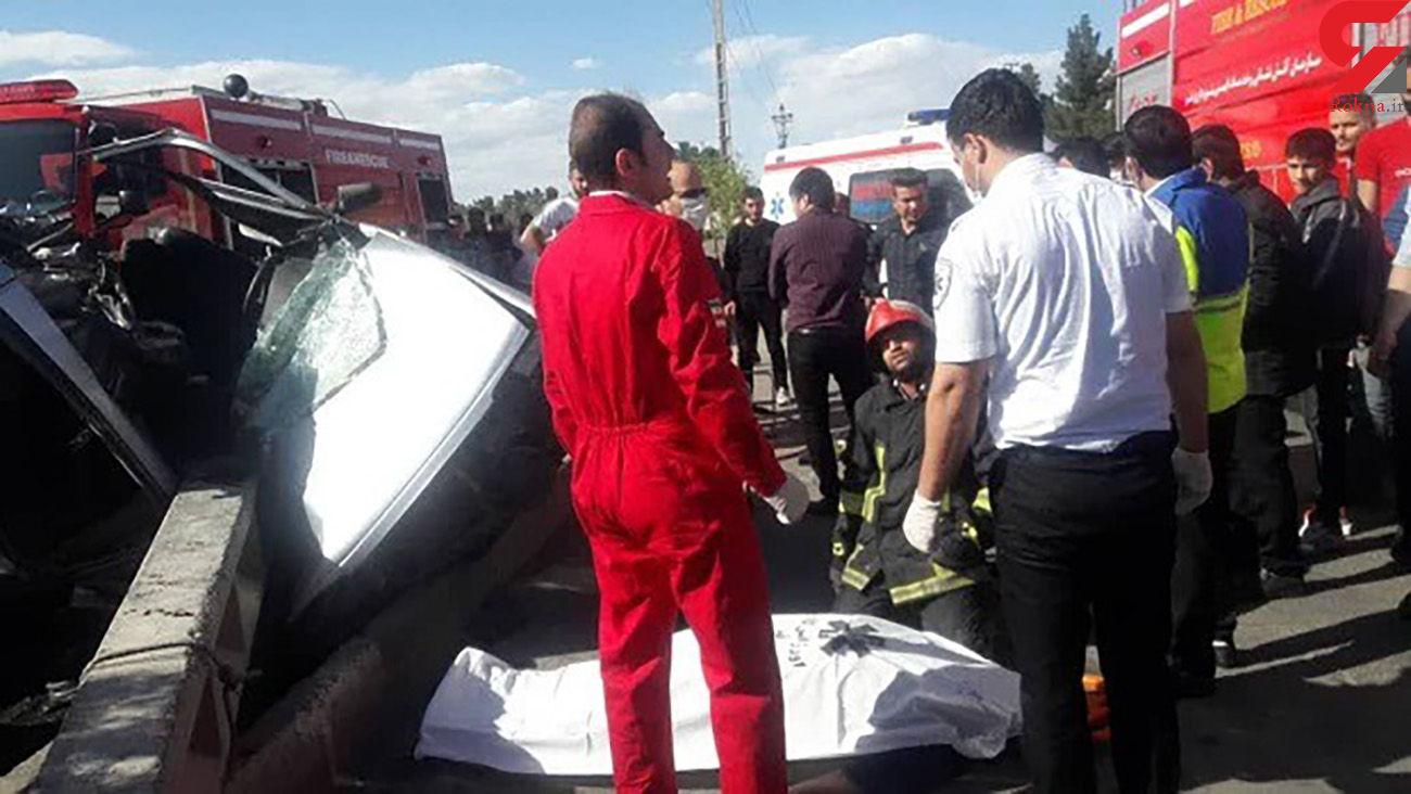 عکس جنازه در صحنه برخورد ماشین با تیر برق / در قم رخ داد