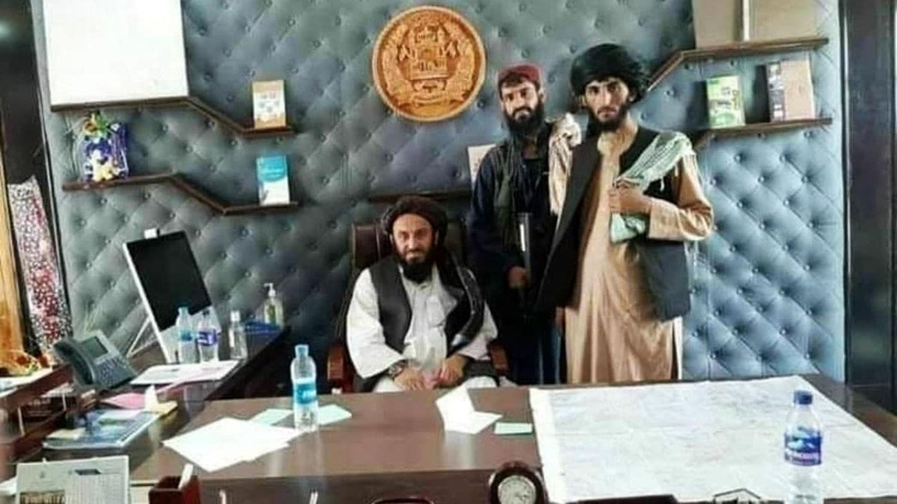 حضور طالبان در کاخ ریاست جمهوری / فیلمی دردناک از خروج مردم افغانستان از کشور + بیانیه اشرف غنی