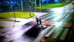 فیلم لحظه مرگ وحشتناک یک مادر و دختر در تصادف با خودروی شاسی بلند