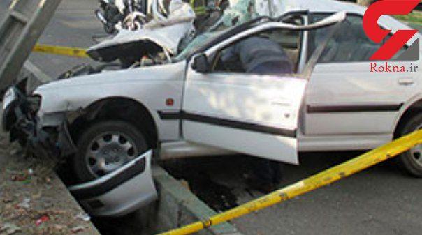 مرگ راننده پژو در برخورد با تیر برق