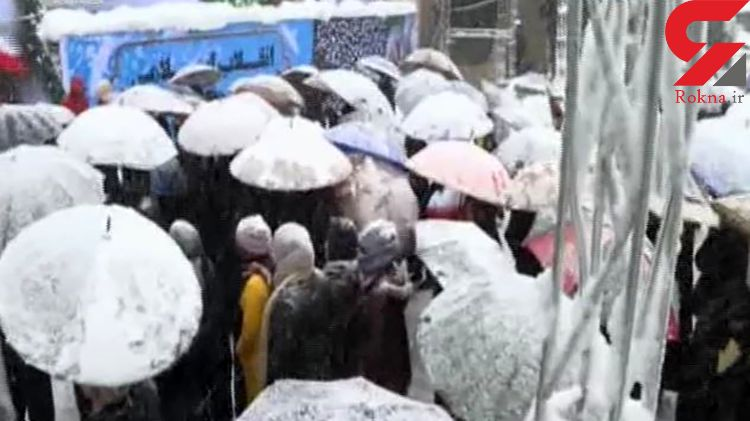 حضور گرم مردم در سالروز انقلاب زیر بارش برف + فیلم