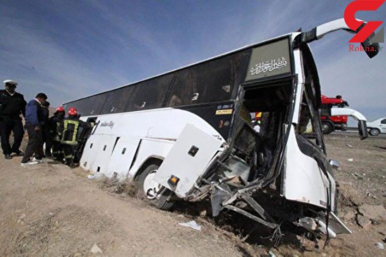 واژگونی اتوبوس زائران کربلا در اثر لغزندگی جاده ها / درورودی همدان رخ داد