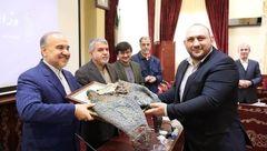 شلوار کشتی تختی به موزه ملی ورزش اهدا شد