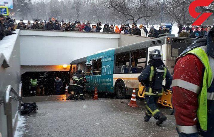 فیلم لحظه ورود اتوبوس به داخل زیرگذر مترو / 5 تن کشته و 15 تن زخمی شدند + فیلم و عکس