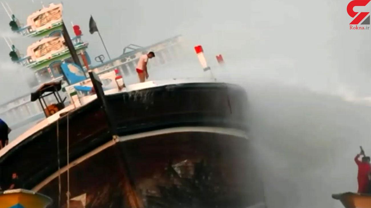آتش سوزی هولناک در موتور لنج باری در بندر گناوه + فیلم 16 ساعت تلاش امدادگران