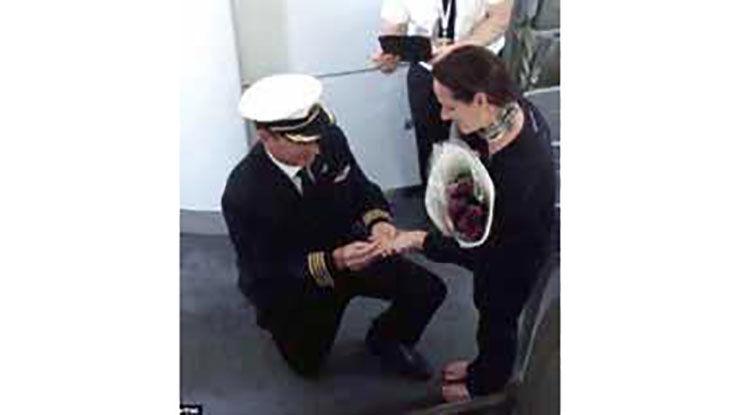 خواستگاری خلبان از مسافر زن در پرواز + عکس