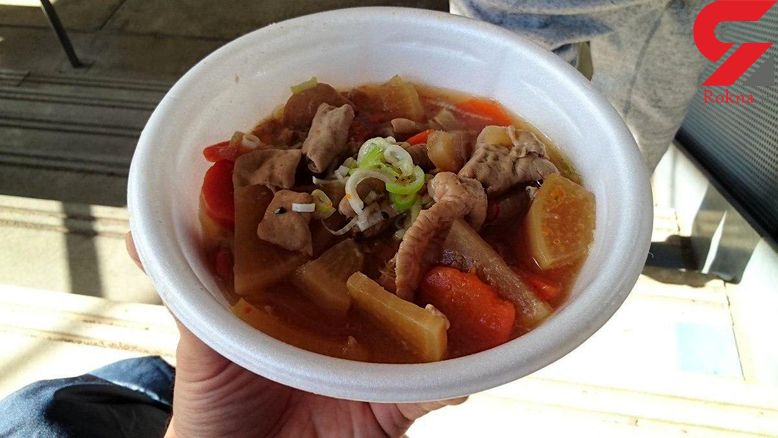 غذای معروف ژاپنی در بیرون استادیوم +عکس