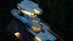 خانه میلیاردر که شبیه سفینه فضایی است + فیلم