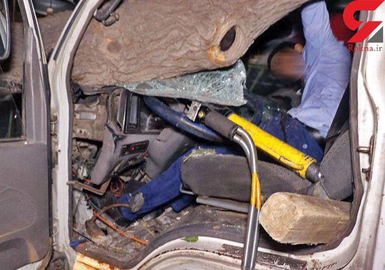 عکس 16+ / نجات راننده از خودروی له شده در مشهد + عکس
