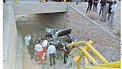 مرگ تلخ مادر و کودک در سقوط پژو 405 از پل جاده نهاوند + عکس