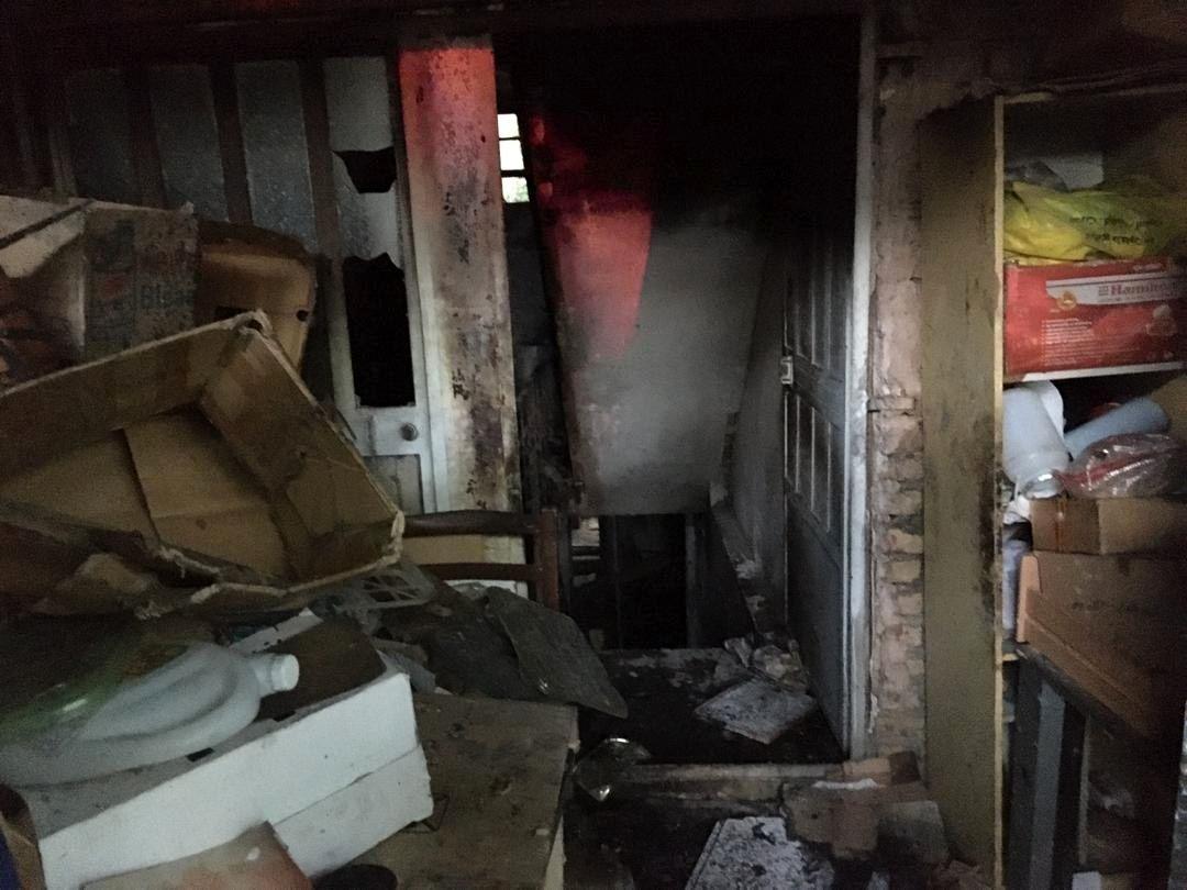 آتش سوزی یک ساختمان قدیمی در منطقه استخر