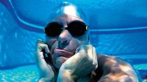 مردی با شش های جادویی/20 دقیقه و 10ثانیه نفس گیری زیر آب را رکورد زد+عکس