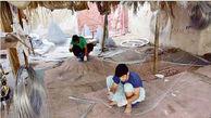 رونق گرگوربافی بوشهر با هنر کارگران افغان / ما به دور خود دام میبافیم