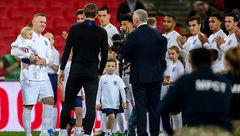 خداحافظی رونی از بازیهای ملی/تقدیر ویژه با بازوبند و پیراهن شماره 10+عکس