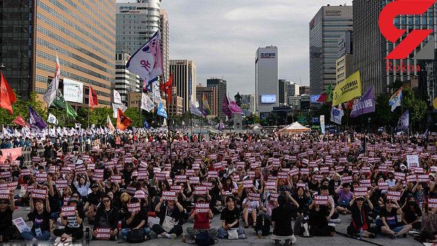 55 هزار زن در کره جنوبی بر علیه دوربین مخفی های کثیف اماکن عمومی به خیابان ریختند+ عکس