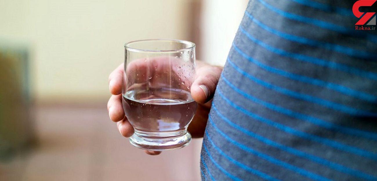 اهمیت نوشیدن آب برای چاق ها