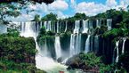 آبشاری که گردشگران را به سوی خود می کشاند + فیلم