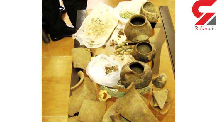 کشف ۳۵۰ شی باستانی و تاریخی در پارس آباد