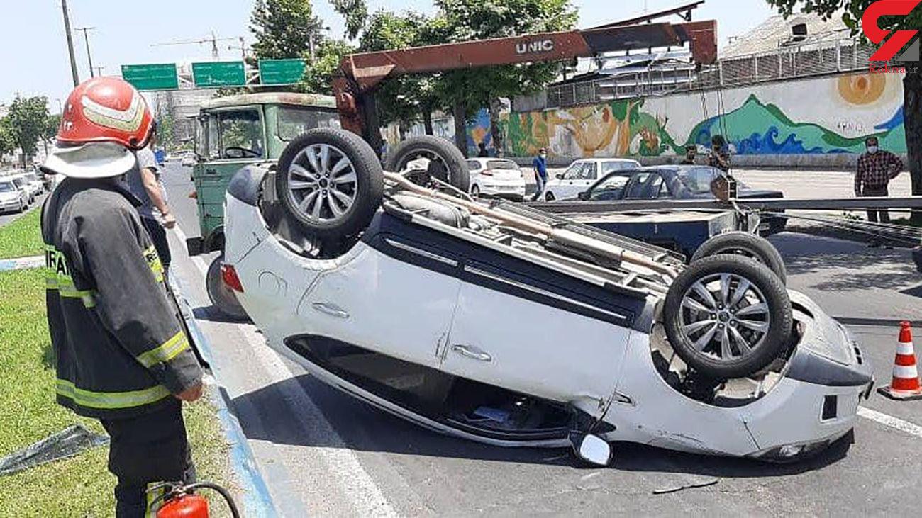 واژگونی خودروی سواری در بلوار شهید بهشتی