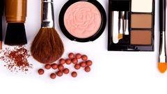 ترفندهای آرایشی برای زیباترشدن زنان مسن