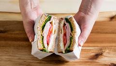آموزش کاغذپیچیِ ساندویچ برای گردش های خانوادگی