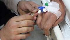 ابتکار آتش نشانان برای رهاسازی انگشتر تنگ از دست بیمار بیهوش+عکس