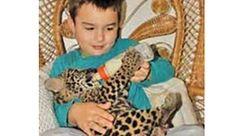 دوستی عجیب پسر 12 ساله با حیوانات وحشی سر و صدای زیادی بر پا کرد+عکس