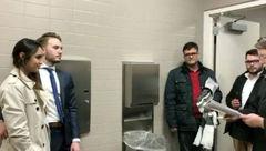 اقدام عجیب  زن و مرد جوان در توالت زنانه! + عکس
