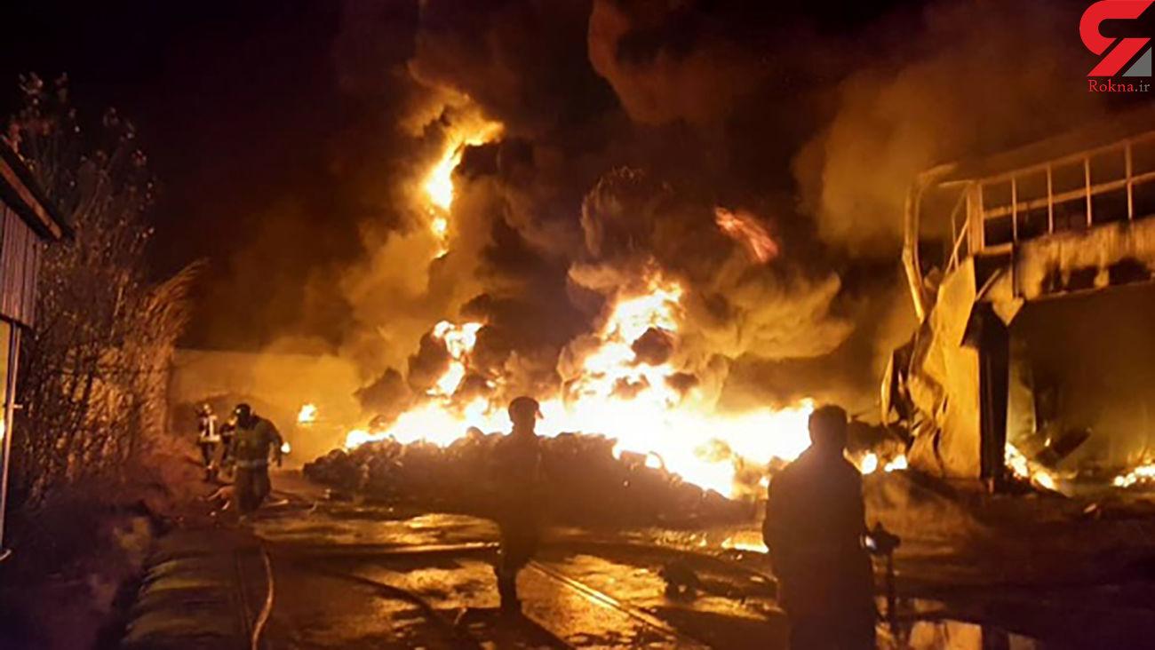 آتش سوزی هولناک در شهرک صنعتی لیای قزوین / 2 سوله لاستیک از بین رفت + عکس و فیلم